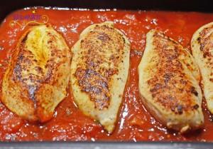 Pouelt mit Avocado nach dem anbraten