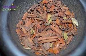 Chai Sirup Gewürze im Mörser