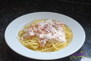 Spaghetti an Lachssauce