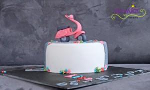 Vespa Torte seitlich
