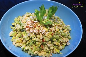© widmatt.ch Stangensellerie Salat mit Apfel und Haselnüssen